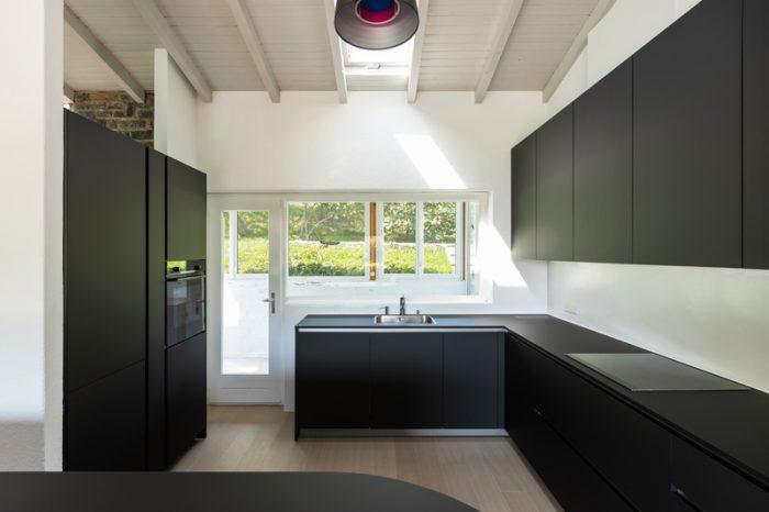 Zwarte-keukenkasten