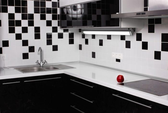 een keuken in lichte kleuren
