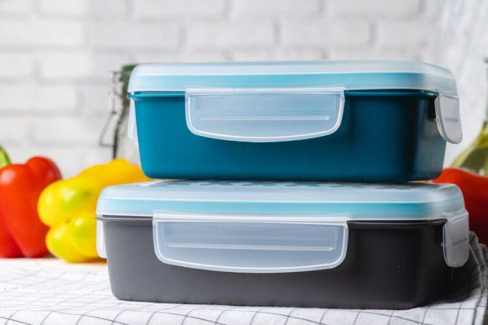 Plastic keukenspullen afwassen